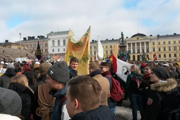 Valokuva opiskelijoiden opintotukimielenosoituksesta.